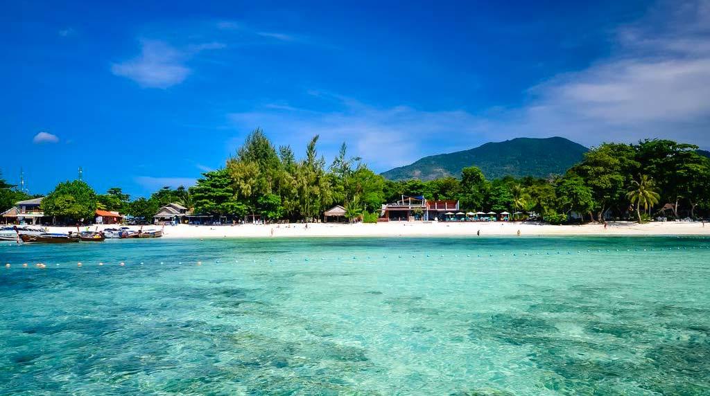 Spiaggia fronte Akira Lipe Resort